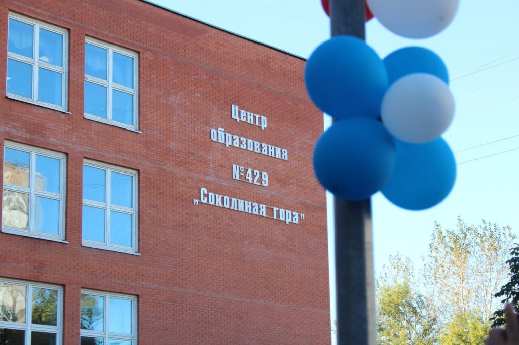 В школе №429 начал работу передвижной образовательный комплекс «НаноТрак»